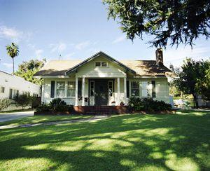 USA, California, Pasadena, white house with green trim