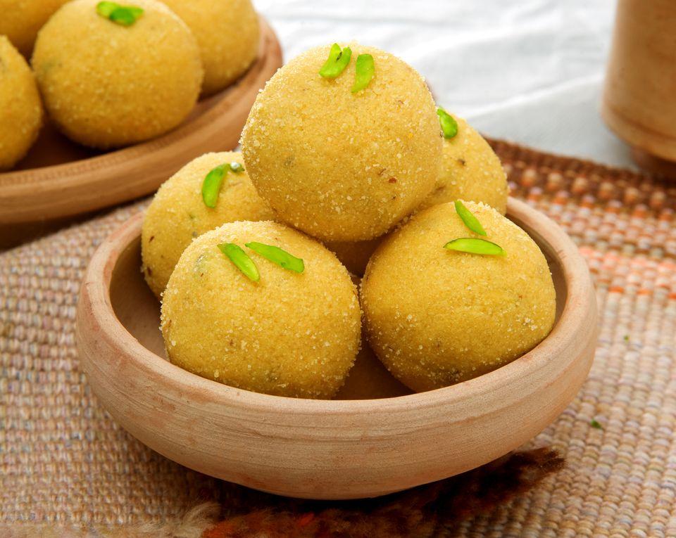 laddu besan flour