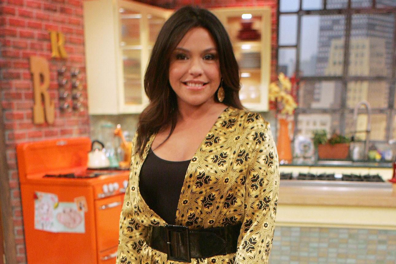 how to get free tickets to 39 the rachael ray show 39. Black Bedroom Furniture Sets. Home Design Ideas