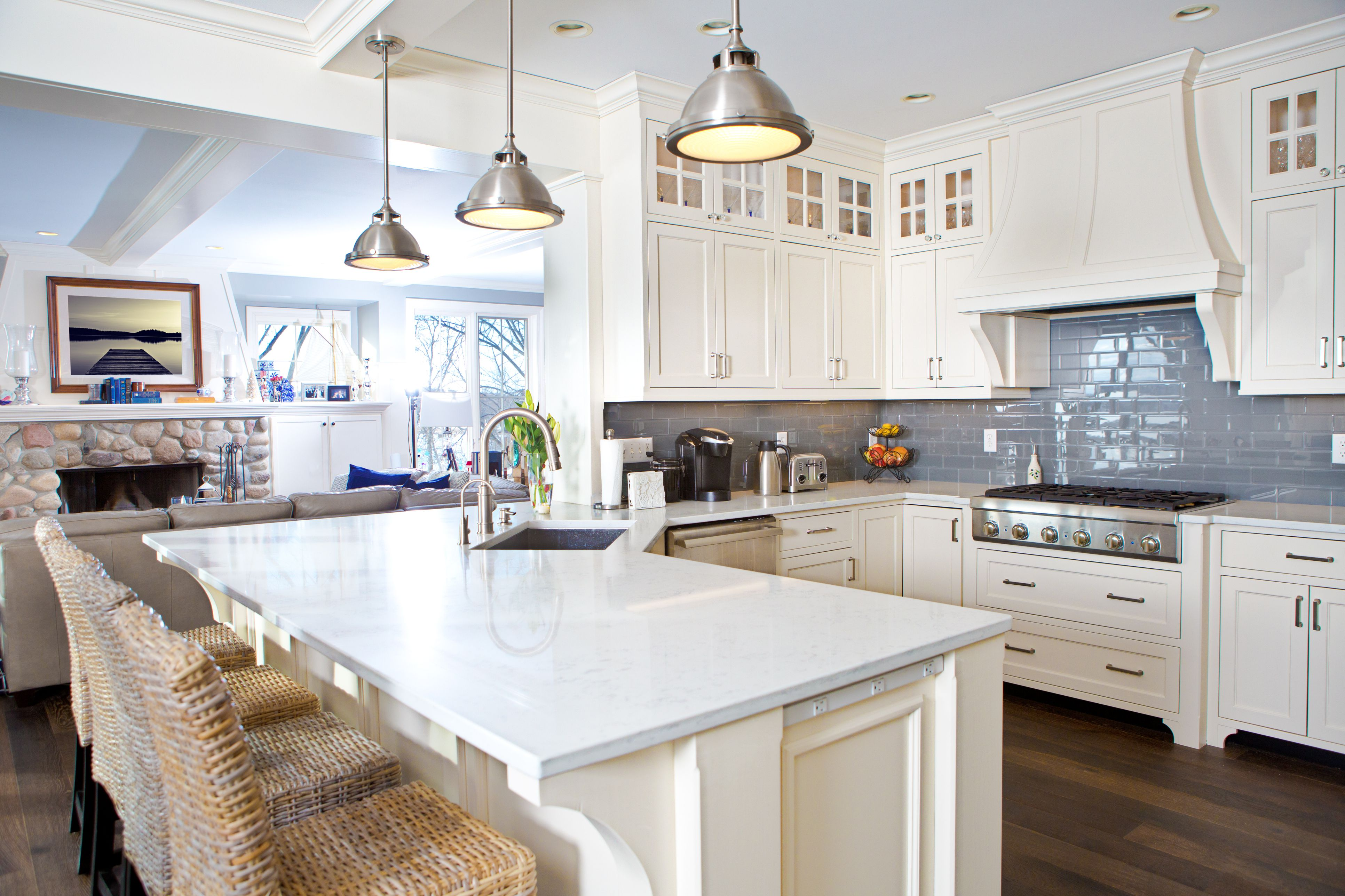 Solid Surface vs. Quartz Countertop