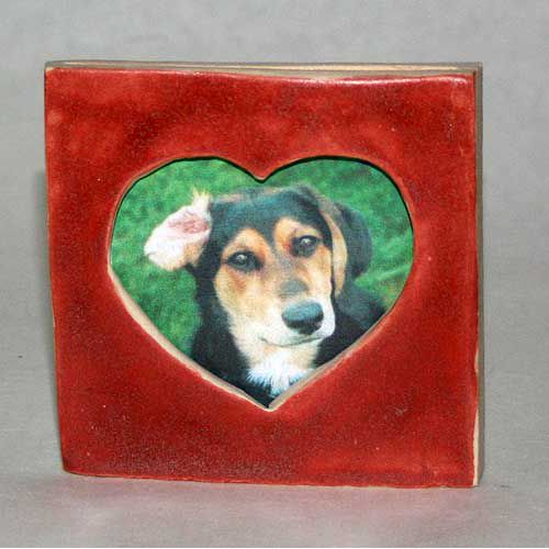 Make a pottery heart picture frame like this for your special loved ones, pictures, and occasions.