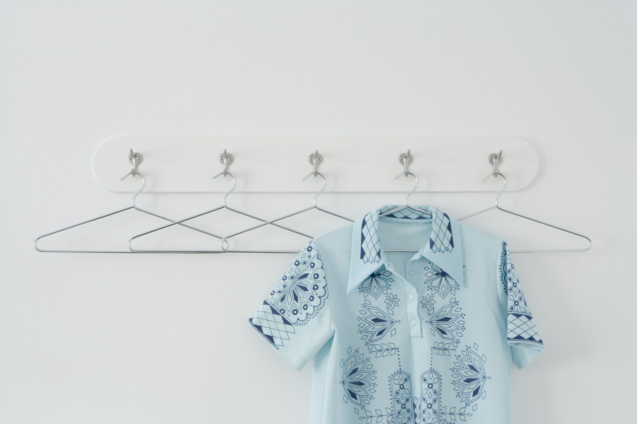 12 new ways to use clothes hangers - Unusual uses for wire coat hangers ...