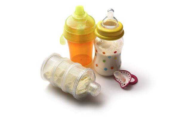 Combining Breast Milk And Formula In The Same Bottle.
