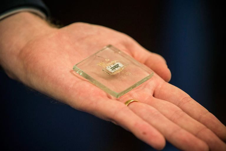 Christie's To Auction 1958 Prototype Of Microchip Used In Nobel-Prize Winning Invention
