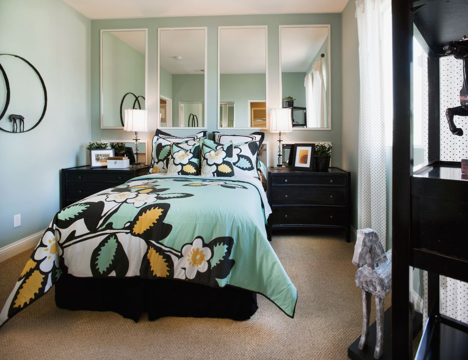 Aqua and black bedroom  Bold Color Schemes for Bedrooms