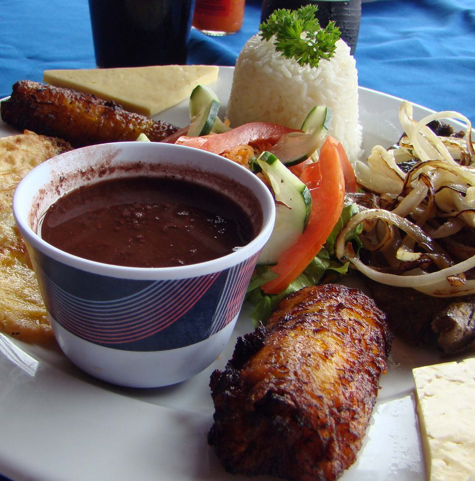 A typical Costa Rican meal in La Fortuna.
