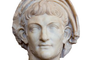 the five wives of pompey the Julius caesar (c july 12 or 13, 100 bc to march 15, 44 bc) was a politically adept and popular leader of the roman republic who significantly transformed what became known as the roman empire by.