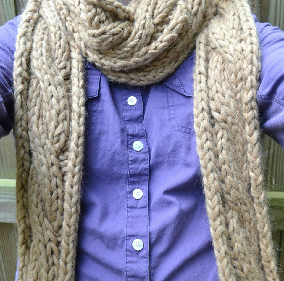this bulky cable scarf is a great gift idea for men and women