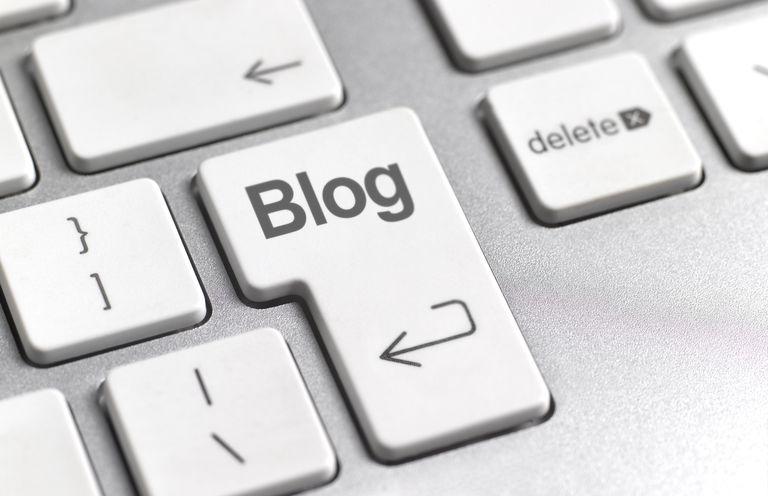 Social media 'blog' key on keyboard