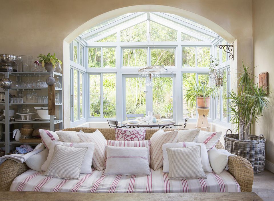 Shabby chic living room and sunroom Decorating Chic or Cottage Style Rooms