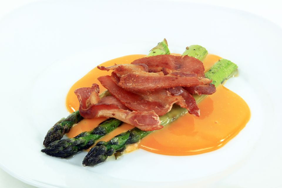 asparagus with cheese sauce and bacon
