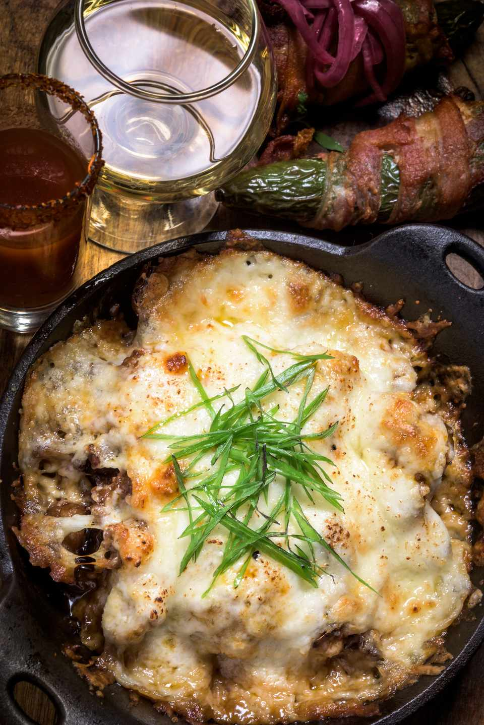 Queso fundido con chorizo (melted cheese with chorizo)