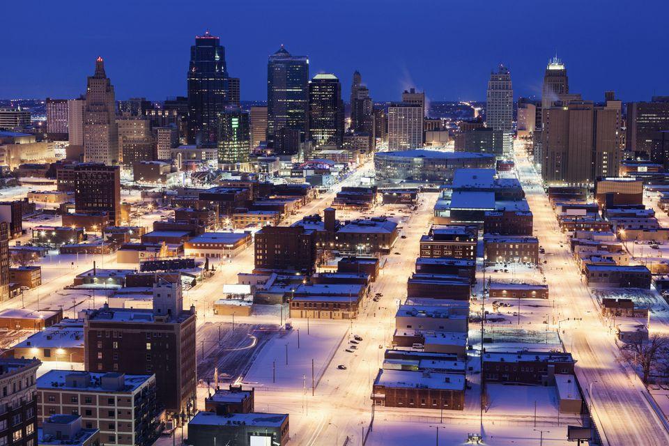 USA, Missouri Kansas City, Elevated view of city in winter