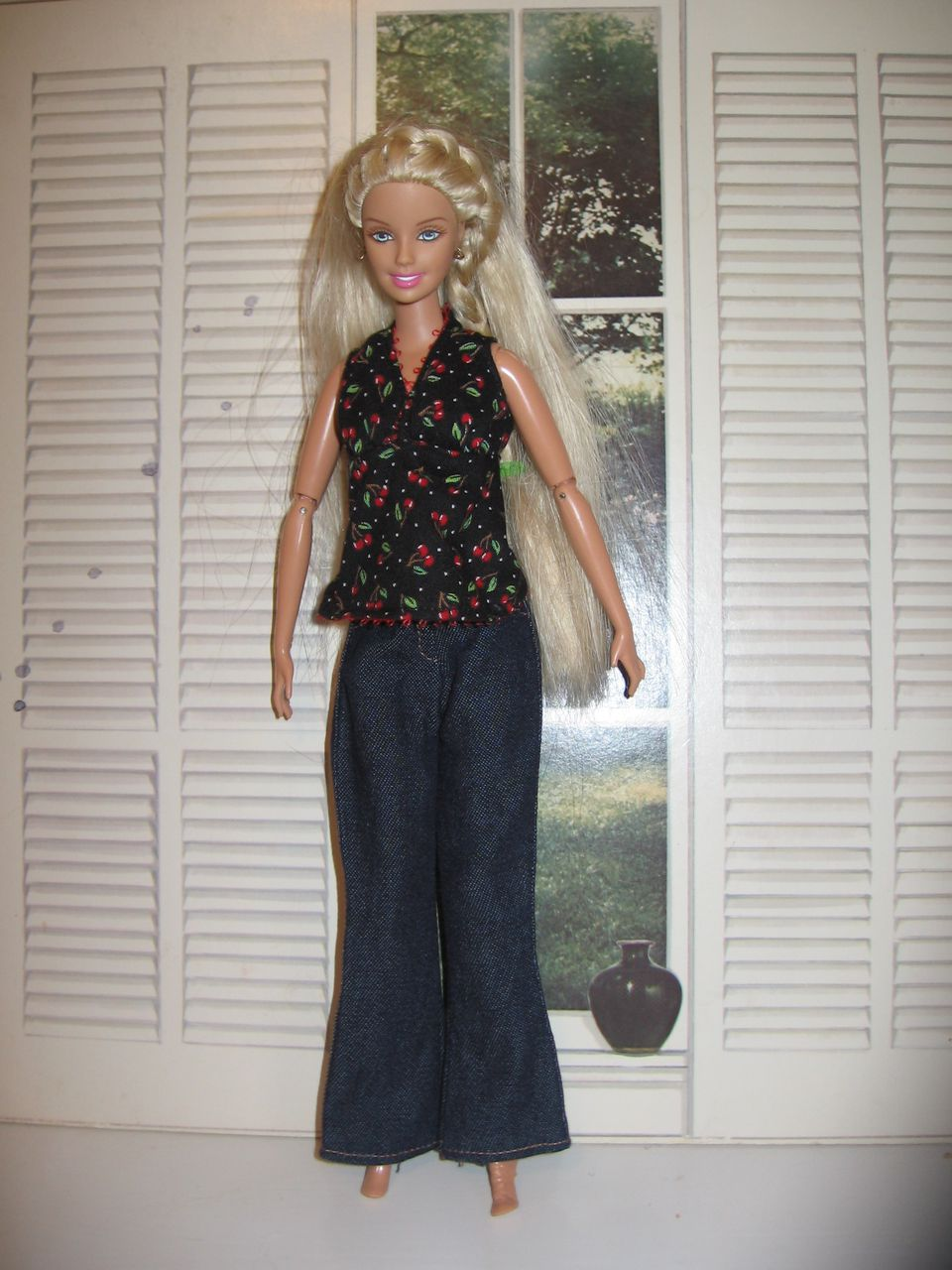 Free sewing patterns for fashion doll clothes free sewing pattern to sew barbie fashion doll jeans or slacks barbie in floral blouse and denim jeuxipadfo Images