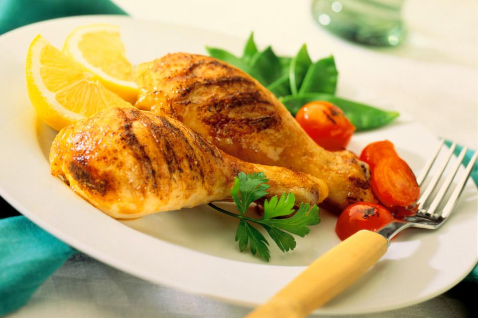 Grilled chicken with mange-tout